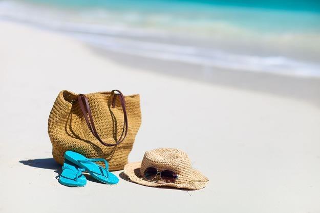Polacy są coraz bardziej świadomi ryzyka związango z wyjazdem wakacyjnym /©123RF/PICSEL