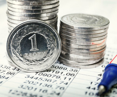 Polacy starają się inwestować. Inflacja niszczy oszczędności