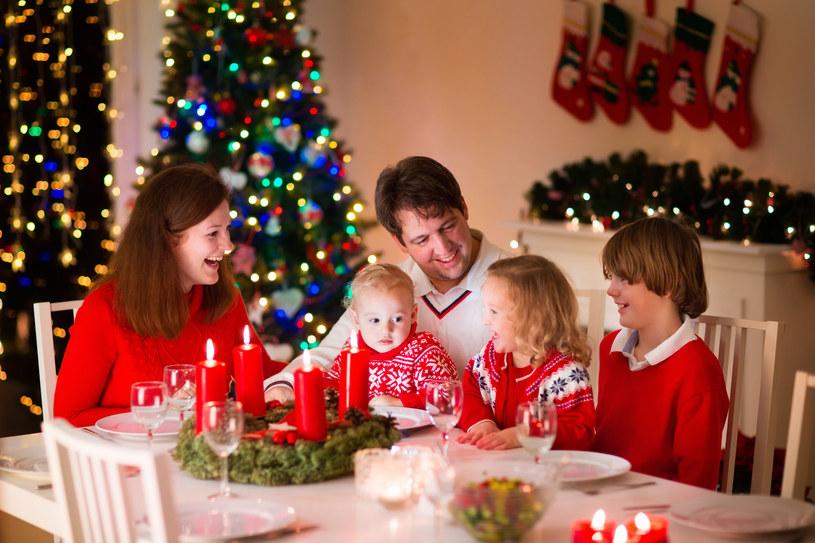 Polacy święta spędzają z rodziną i przyjaciółmi /123RF/PICSEL