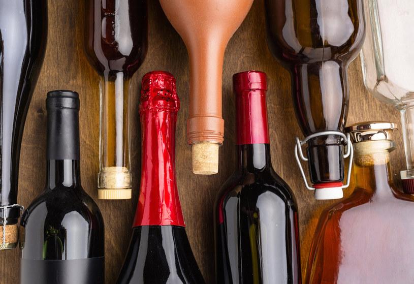 Polacy twierdzą, że piją mniej /123RF/PICSEL