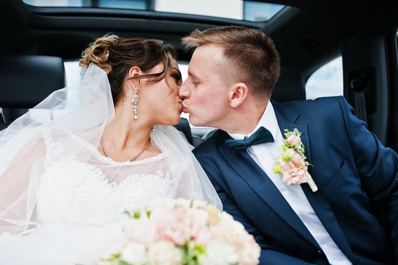 Polacy uwielbiaja huczne wesela /123RF/PICSEL