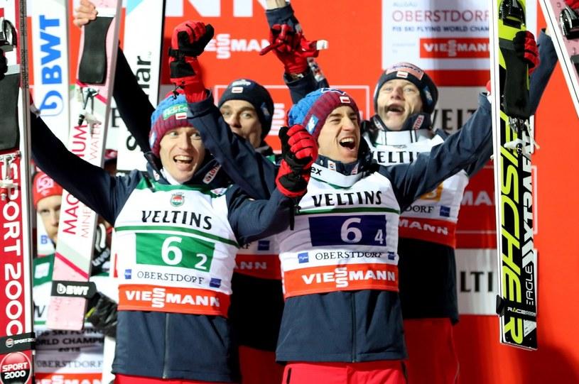 Polacy w składzie Stefan Hula (L), Piotr Żyła (2L), Kamil Stoch (2P), Dawid Kubacki (P), zajęli trzecie miejsce podczas drużynowego konkursu mistrzostw świata w lotach narciarskich w Oberstdorfie / Grzegorz Momot    /PAP