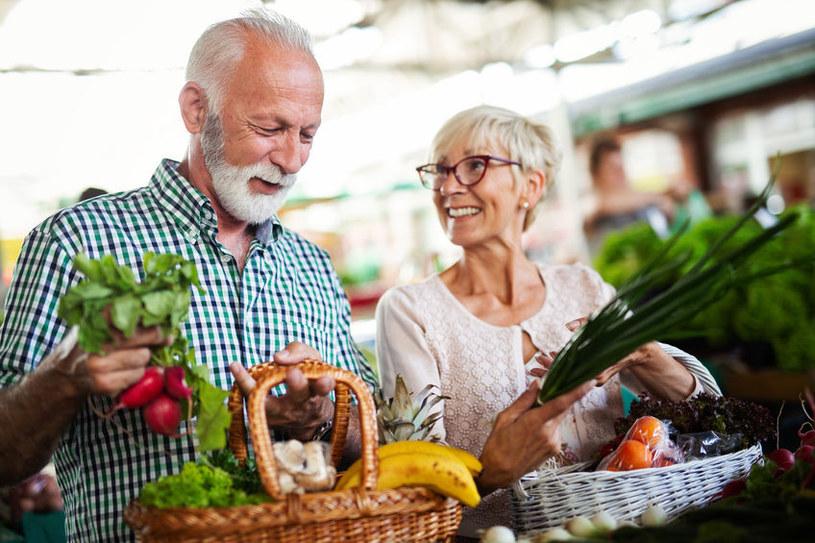 Polacy wciąż mają problem z przestrzeganiem diety /123RF/PICSEL