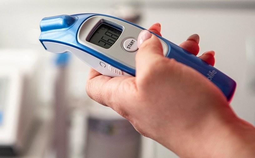 Polacy wciąż używają cieczowych termometrów i robią to głównie z oszczędności /MondayNews
