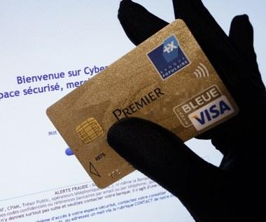 Polacy wrzucają na Instagram zdjęcia dokumentów i kart płatniczych