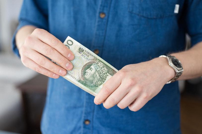 Polacy wykonali już 45 płatności bonami na łączną kwotę ponad 41 tys. złotych /©123RF/PICSEL