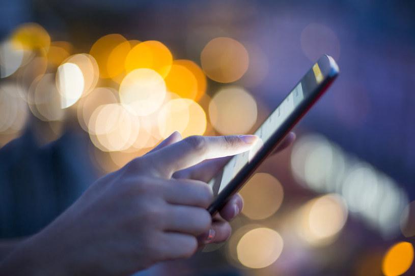 Polacy wysyłają coraz mniej SMS-ów /123RF/PICSEL
