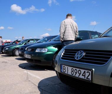 Polacy wyzbywają się aut. To przez biedę?