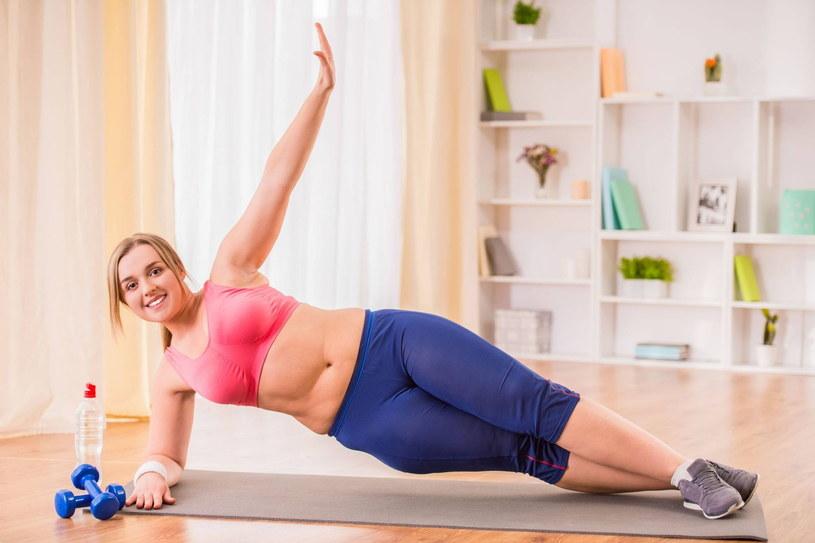 Polacy zaniedbali aktywność fizyczną w ostatnim roku. W efekcie wielu z nas sporo przybrało na wadze /123RF/PICSEL