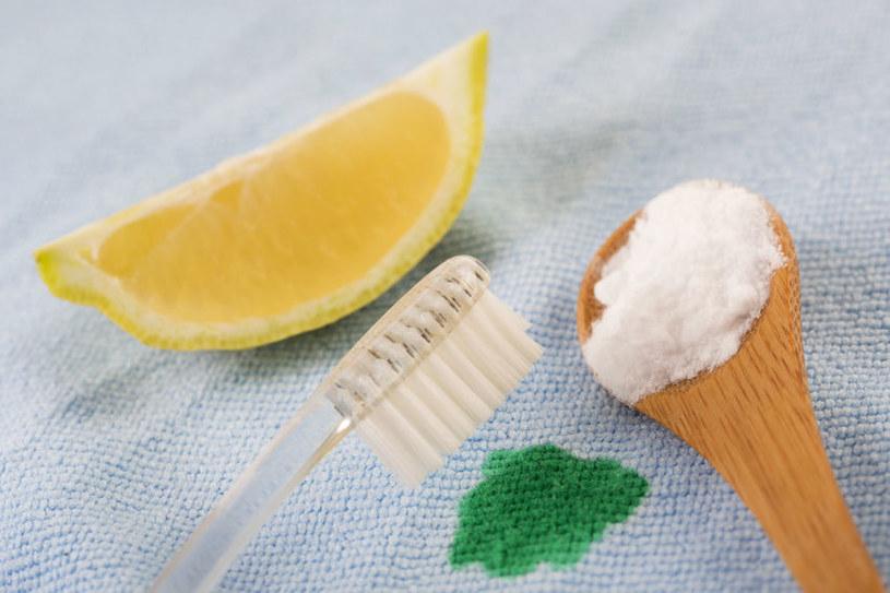 Połącz ze sobą cytrynę i sól /123RF/PICSEL