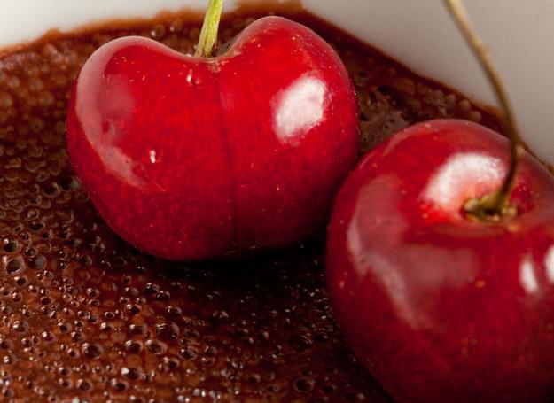 Połączenie czereśni i czekolady jest wyjątkowo trafione /123RF/PICSEL