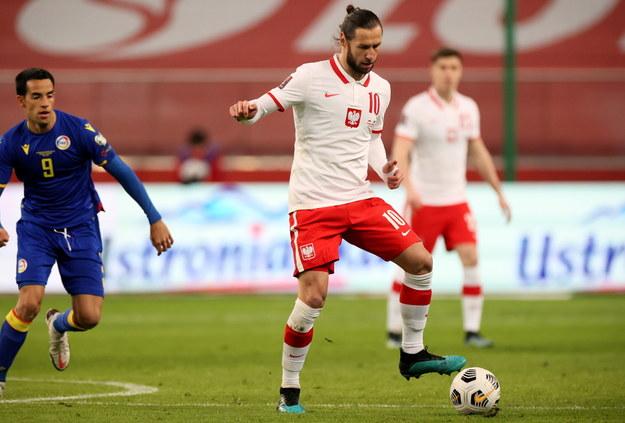 Polak Grzegorz Krychowiak i Aaron Sanchez z reprezentacji Andory / Leszek Szymański    /PAP