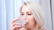 Polak na diecie - powinien sięgnąć po szklankę wody...