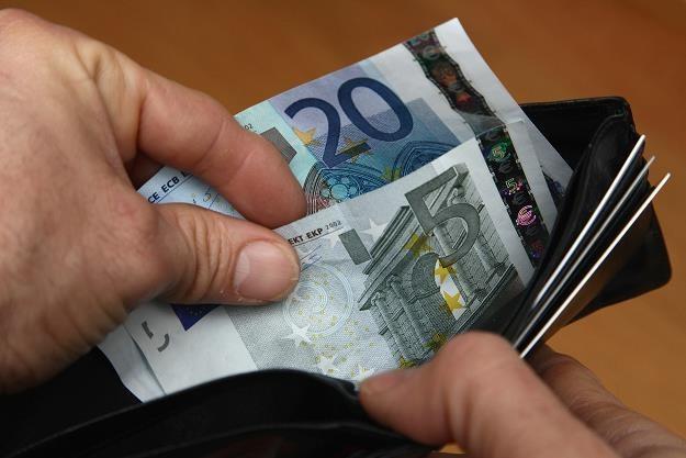 Polak za granicą wciąż wybiera gotówkę (zdj. ilustracyjne). Fot. Sean Gallup /Getty Images/Flash Press Media