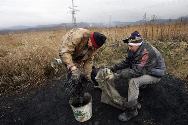 Polaków nie stać na drogi węgiel - na fot. biedaszyby /AFP