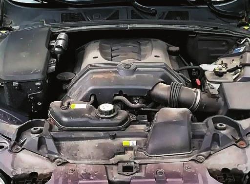 Polecamy: 4.2 V8 to trwały wolnossący silnik benzynowy wyposażony w łańcuch rozrządu. /Motor