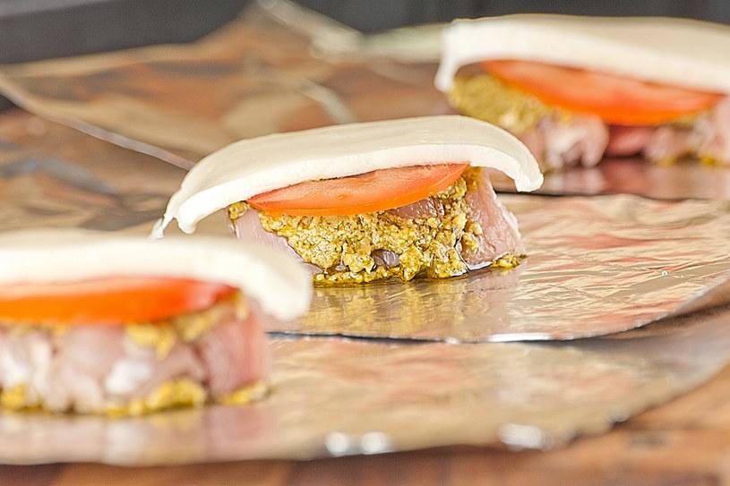 Polędwica z mozzarellą i pomidorem /materiały prasowe