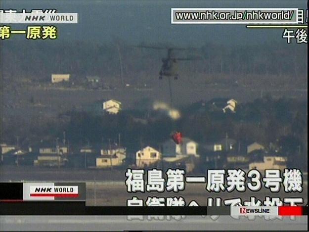 Polewanie wodą budynku nr 3 czasowo wstrzymano o godzinie 20 czasu japońskieg /AFP