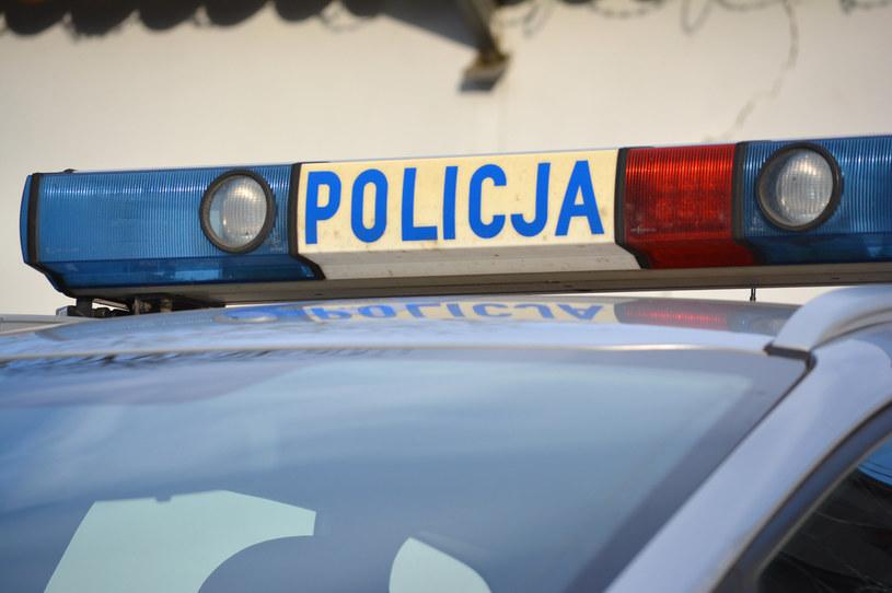 Policja apeluje, szczególnie do osób samotnych i starszych, o ostrożność i niewpuszczanie do domu obcych /123RF/PICSEL