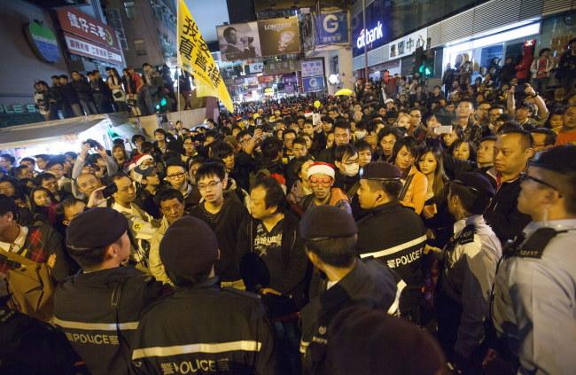 Policja aresztowała 37 osób - uczestników demonstracji /ALEX HOFFORD /PAP/EPA