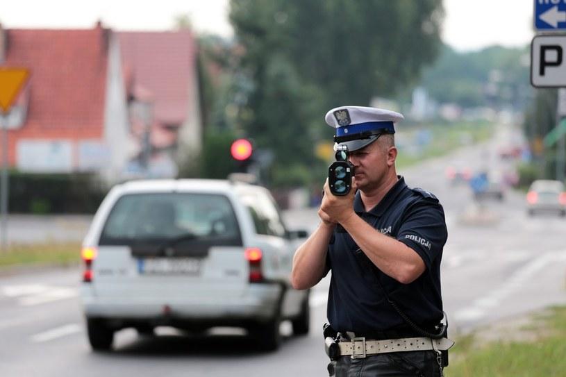 Policja chce zabierać prawo jazdy już za jedno wykroczenie /Piotr Jędzura /Reporter