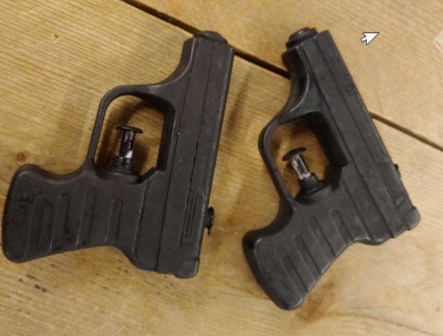 Policja dostała zgłoszenie, że grupa nastolatków mierzy z broni palnej do przechodniów /