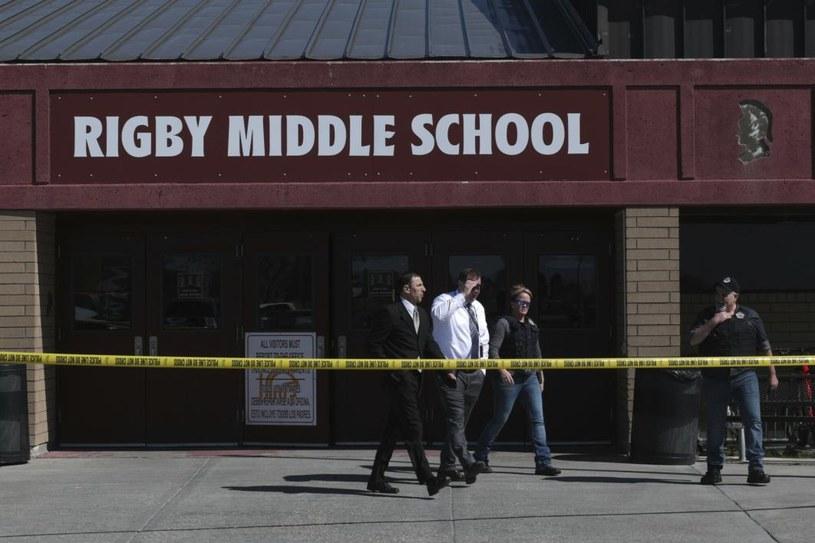 Policja ewakuowała szkołę. Teraz śledczy sprawdzają, dlaczego uczennica zaczęła strzelać do rówieśników /John Roark /AP