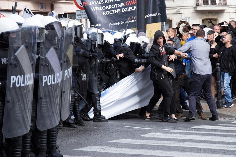 Policja i kontrmanifestanci na trasie II Marsz Równości w Lublinie /Wojtek Jargiło /PAP