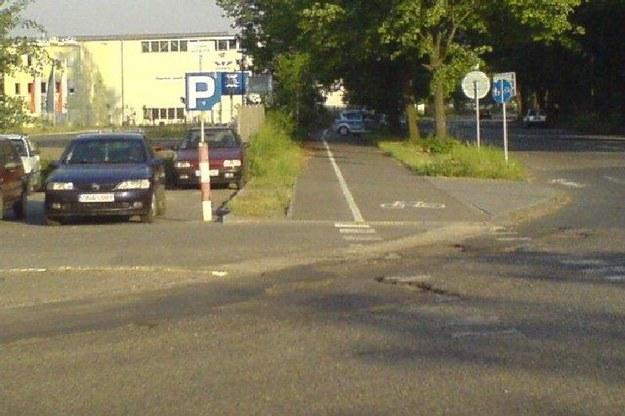 Policja i ścieżka rowerowa.