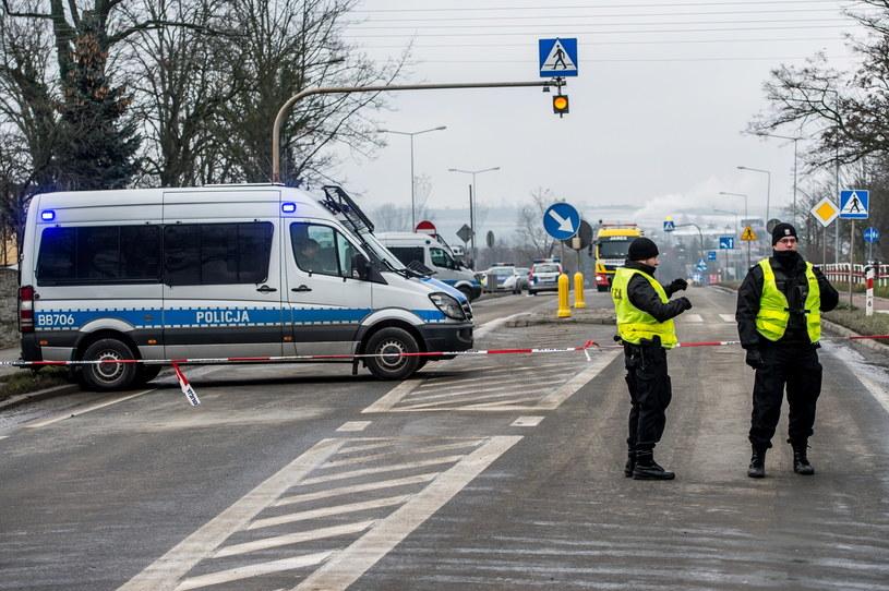 Policja i służby specjalne na miejscu zdarzenia /Maciej Kulczyński /PAP