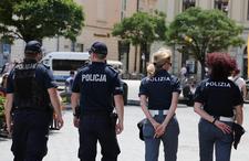"""Policja i strajk włoski. Zgodnie z hasłem: """"pomagamy i chronimy""""?"""