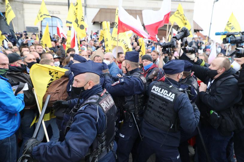 Policja: Każde zgromadzenie będzie nielegalne /Piotr Molecki /East News