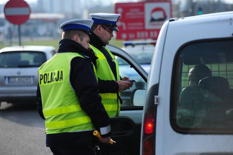 Policja ma urządzenia do sprawdzania spalin. Ale co z tego wynika? /Paweł Skraba /Reporter