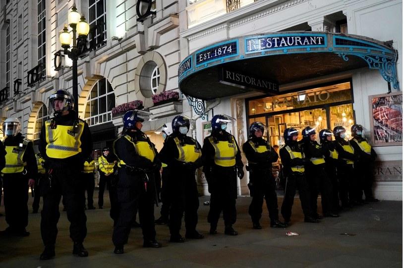 Policja musiała pilnować porządku po awansie Anglii do finału Euro 2020 /NIKLAS HALLE'N /AFP