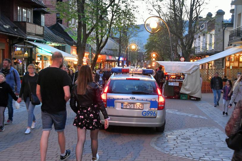 Policja na Krupówkach w Zakopanem /Pawel Murzyn/East News /East News
