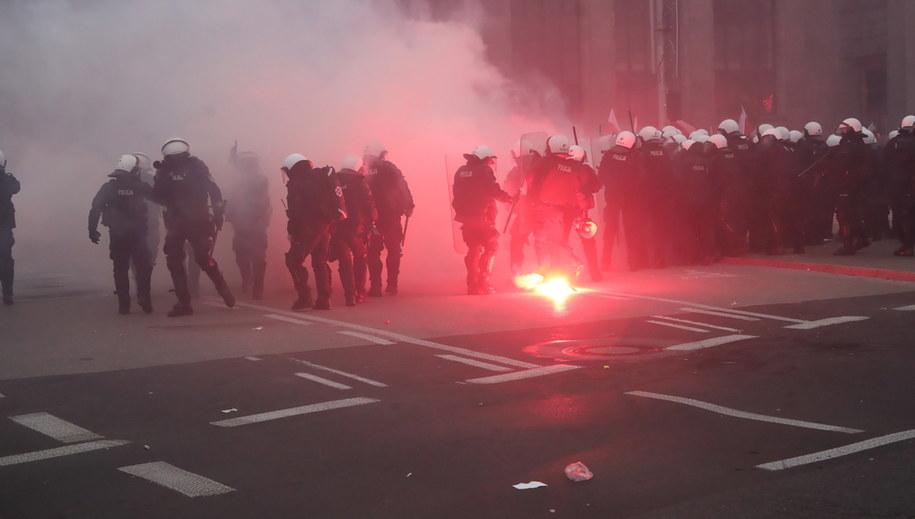 Policja na Marszu Niepodległości /Wojciech Olkuśnik /PAP