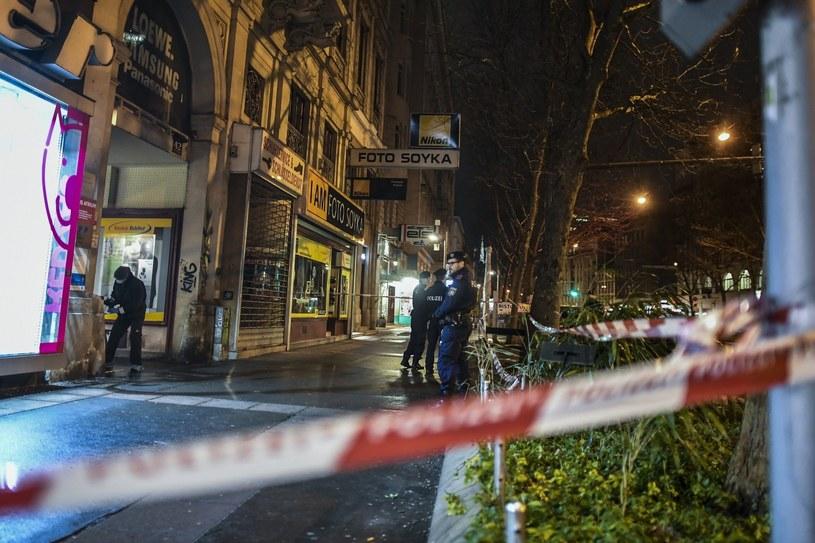 Policja na miejscu ataku przy Praterstrasse /PAP/EPA