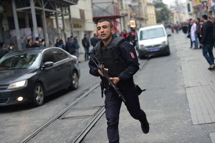 Policja na miejscu ataku w Stambule /AFP