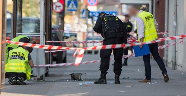 Policja na miejscu eksplozji /PAP/Maciej Kulczyński  /PAP