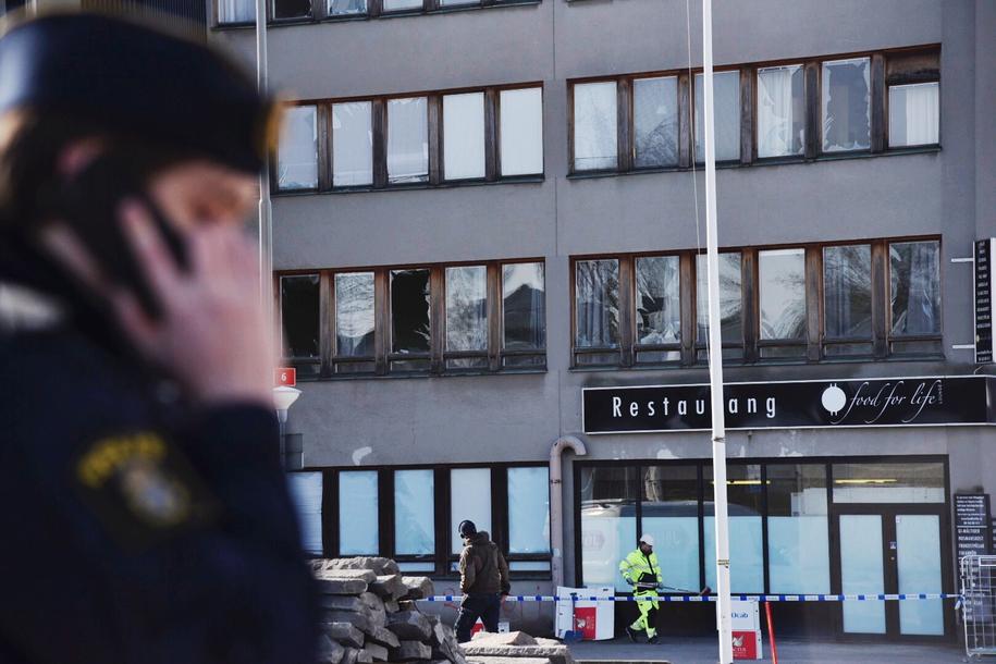 Policja na miejscu eksplozji /Marianne Ahlenius /PAP/EPA