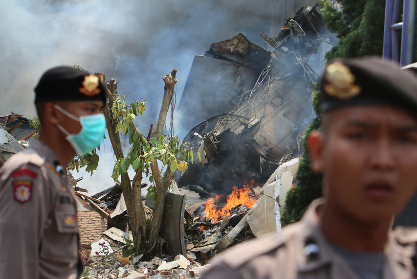 Policja na miejscu katastrofy /AFP