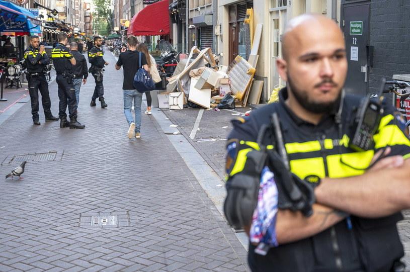 Policja na miejscu postrzelenia dziennikarza Petera R. de Vriesa. /PAP/EPA/Evert Elzinga  /PAP/EPA