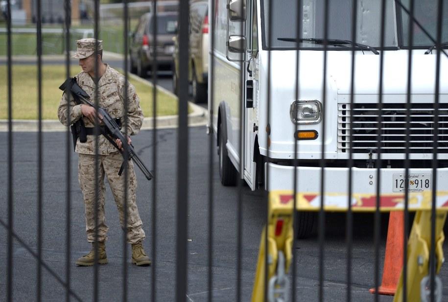 Policja na miejscu strzelaniny /SHAWN THEW    /PAP/EPA