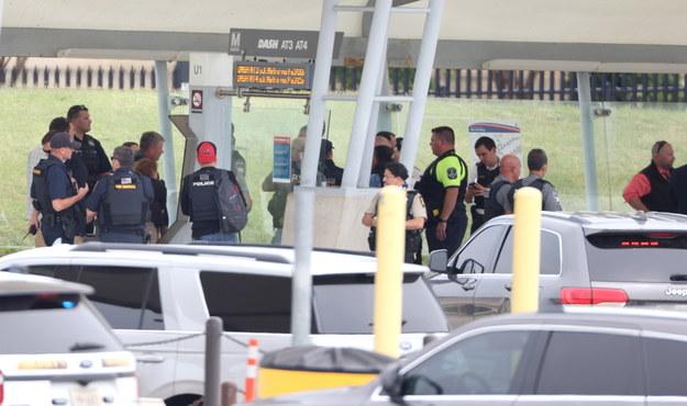 Policja na miejscu strzelaniny /JIM LO SCALZO /PAP/EPA