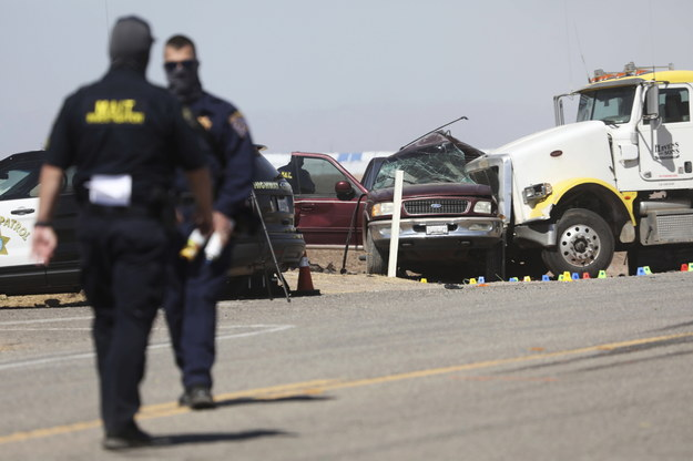 Policja na miejscu wypadku /Sandy Huffaker /PAP/EPA