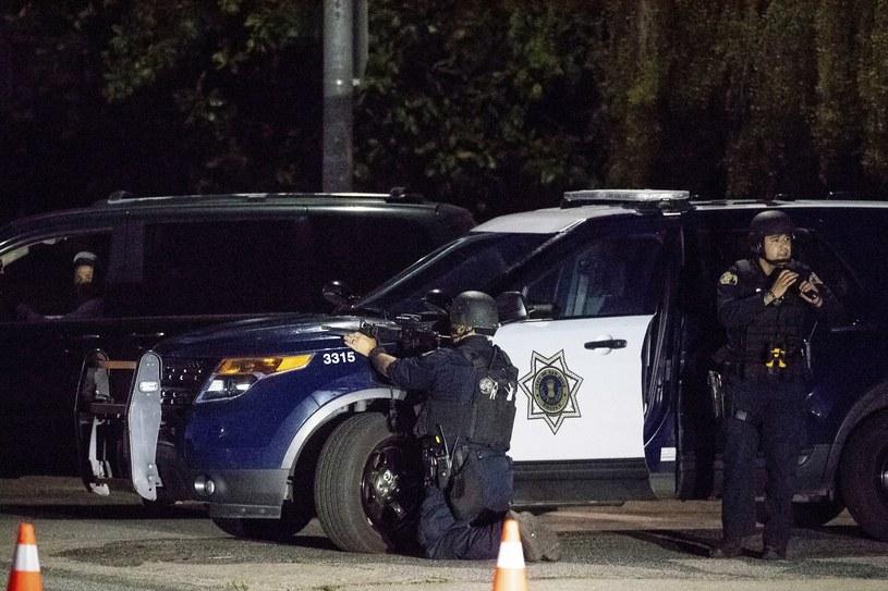Policja na miejscu zdarzenia /AP Photo/Noah Berger /East News