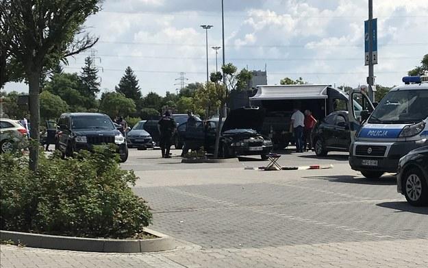 Policja na parkingu przed krakowskim M1 /Józef Polewka /RMF FM
