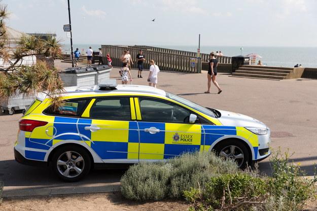 Policja na plaży w Southend w hrabstwie Essex /VICKIE FLORES /PAP/EPA