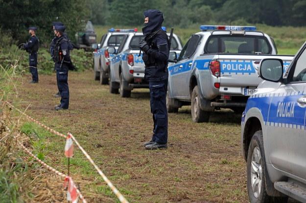 Policja na polsko-białoruskiej granicy w pobliżu miejscowości Usnarz Górny / Artur Reszko    /PAP
