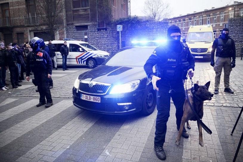 Policja na ulicach dzielnicy Molenbek /AFP